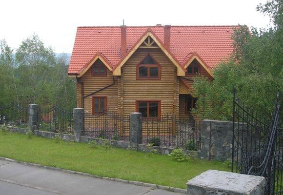 Будинок з оциліндрованої колоди